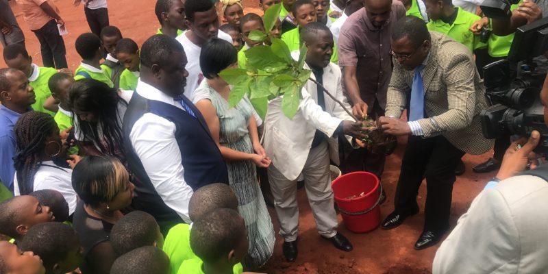 Greenpeace forme les jeunes de Yaoundé (Cameroun) à l'environnement.