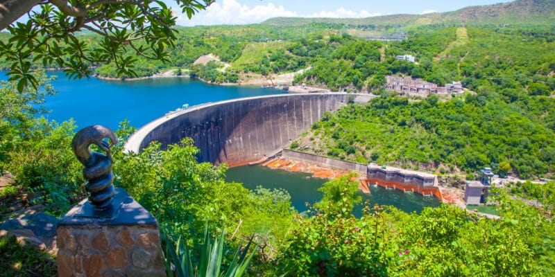 ZIMBABWE: Renovation of Kariba South dam secures electricity supply© Lynn Y//Shutterstock