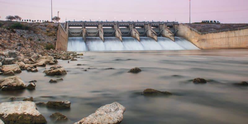 OUGANDA : CWE prend du retard sur la construction du barrage hydroélectrique d'Isimba©SiiKA Photo/Shutterstock