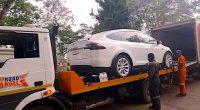 ZIMBABWE : une voiture électrique de marque Tesla fait sensation dans le pays