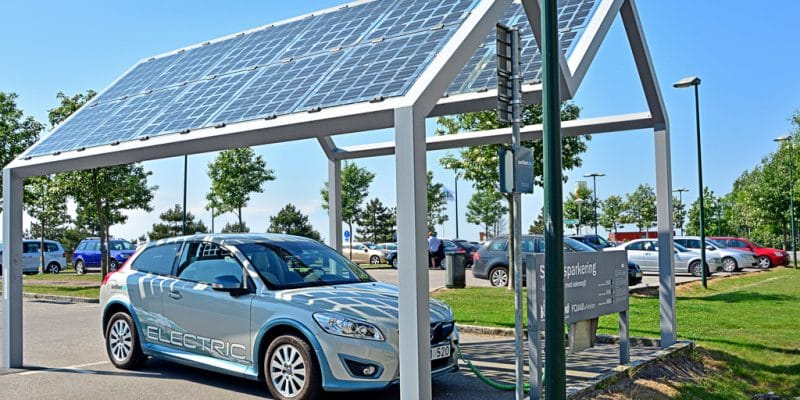 MOROCCO: IRESEN tests solar shade for recharging electric vehicles © Martyn Jandula/Shutterstock