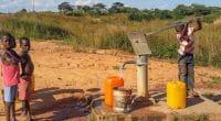 GAMBIA: Genieri people self-finance drinking water project© Fabian Plock/Shutterstock