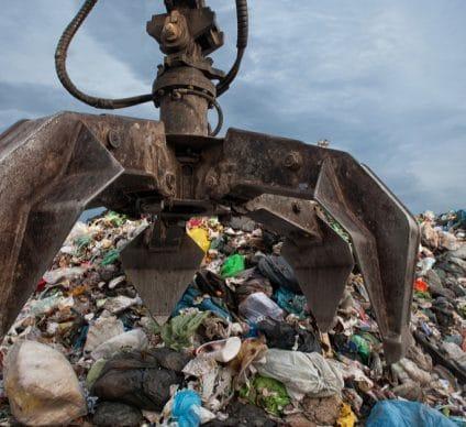 CAMEROUN : un centre de transfert d'ordures rehausse le niveau de propreté à Yaoundé©Sebastian Noethlichs/Shutterstock