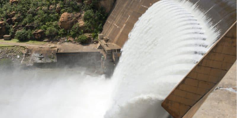ZAMBIA: Six farmers join forces to build Luombwa dam©Jen Watson/Shutterstock