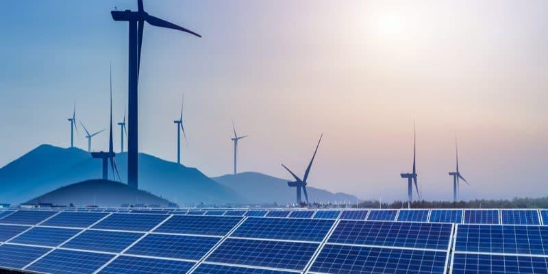 AFRIQUE DU SUD : Juwi imagine une centrale hybride solaire-éolien pour Orion Minerals©hrui/Shutterstock