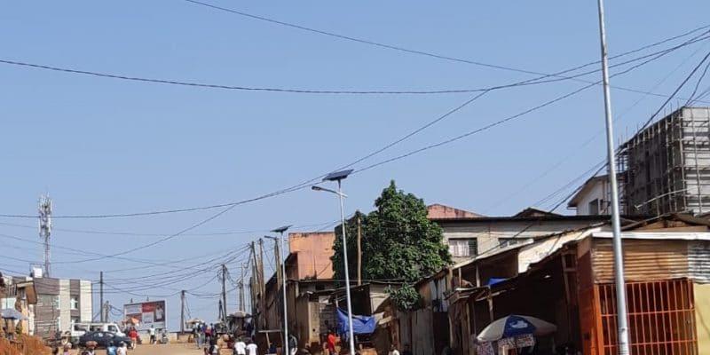 CAMEROUN : Fonroche installe des lampadaires solaires dans la ville de Yaoundé©Fonroche