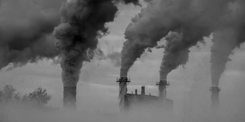 """SOUTH AFRICA: Government sued for """"deadly pollution""""©Roengrit KongmuangShutterstock"""