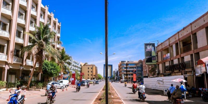 BURKINA FASO: Solar powered traffic lights in the making©Dave PrimovShutterstock