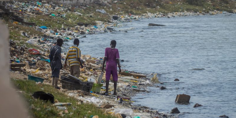 BURKINA FASO: Students design robot for waste collection at sea© Anze Furlan/Shutterstock