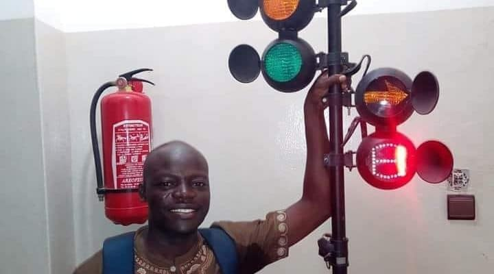 BENIN: Start-up Alivo makes traffic light eco-friendly with solar energy©Alivo