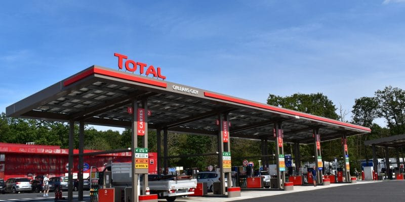 ZIMBABWE: Total invests $4 million to equip 50% of fuel stations with solar energy©Chris worldwide/Shutterstock
