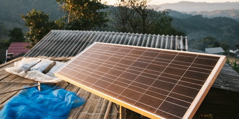 TANZANIE : Greenlight électrifie 1,5 million de personnes grâce aux kits solaires©Artit Wongpradu/Shutterstock