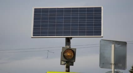 NIGERIA: Lagos tries out solar-powered traffic lights©/Potashev Aleksandr/Shutterstock