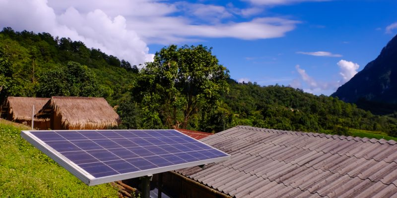 AFRICA: SFC finances d.light to distribute solar kits in rural areas ©Khamkhlai Thanet/Shutterstock