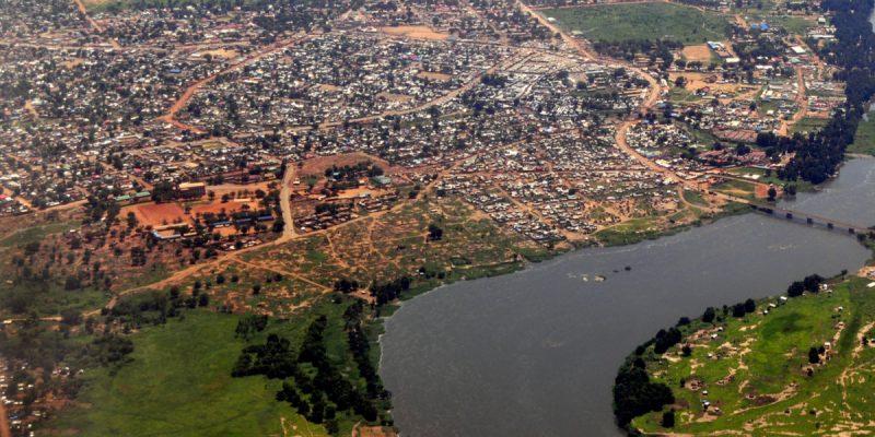 GUINÉE : assainissement des berges du fleuve Milo à l'Est du pays©Frontpage/Shutterstock