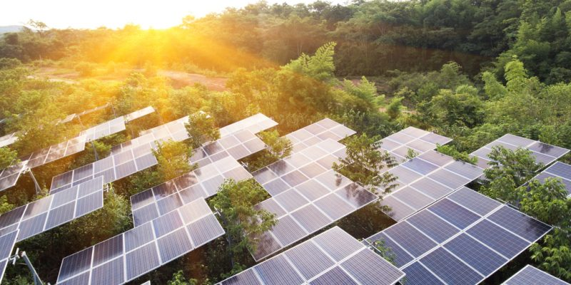 AFRIQUE DU SUD : un appel d'offres d'ArcelorMittal pour plusieurs centrales solaires ©Love Silhouette / Shutterstock