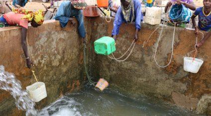 KENYA: Construction work on the Lopeipuke water basin starts©BOULENGER Xavier /Shutterstock