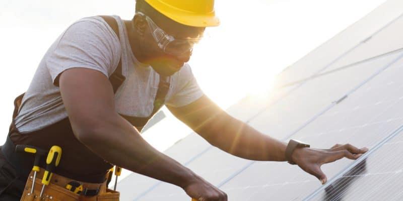 SÉNÉGAL : la GIZ et GFA forment 40 jeunes au dépannage d'installations solaires PV©VAKS-Stock Agency/Shutterstock