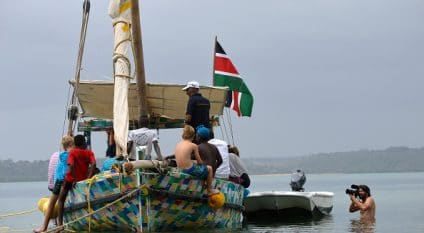 AFRICA: The Flipflopi boat raises awareness about plastic pollution in Lake Victoria©Flipflopi