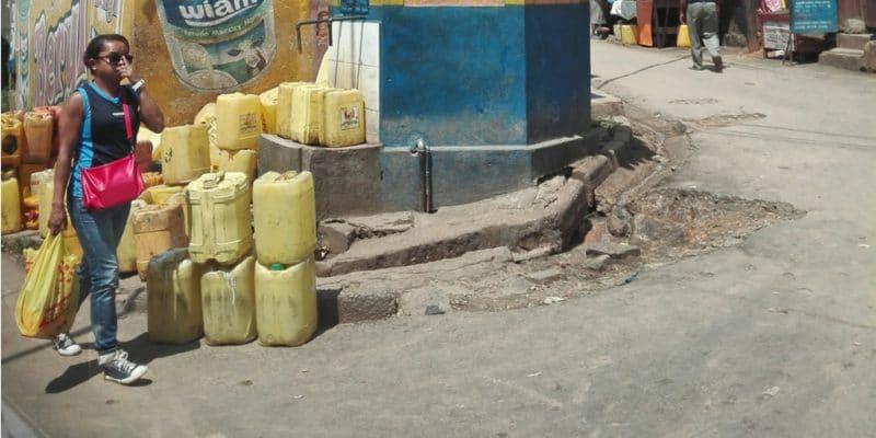 MADAGASCAR: authorities use water tanks to overcome drought©Radodo/Shutterstock