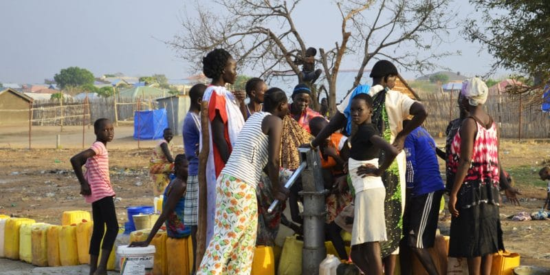 BURKINA FASO : avec le financement de l'Usaid, l'État réhabilite 10 forages à Tangaye©Adriana Mahdalova/Shutterstock