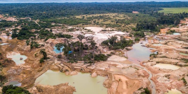 MALI : l'orpaillage par dragage pollue le fleuve Bagoé, les riverains se plaignent©antoinee/Shutterstock