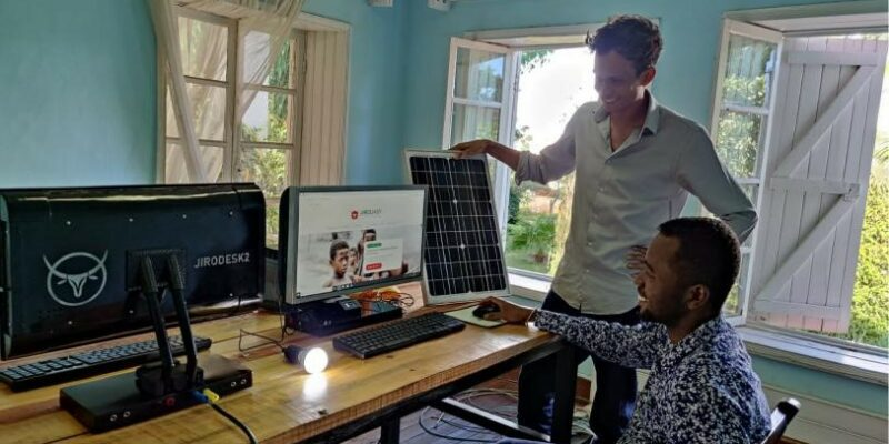 AFRICA: Jirogasy joins forces with Aceleron for solar-powered computers in schools© Jirogasy