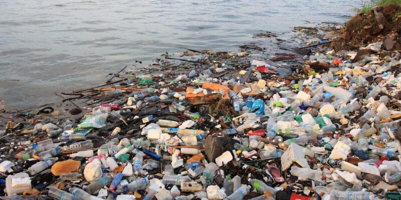 UGANDA: Coca-Cola supports plastic waste collection again© Rich Carey/Shutterstock