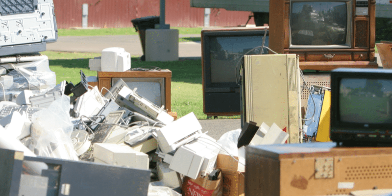 GHANA : le pays se dote d'un centre dédié à la gestion des déchets électroniques ©imging/Shutterstock