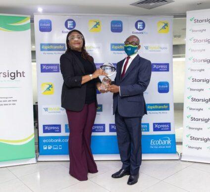 NIGERIA : Ecobank reçoit le prix Starsight de la durabilité énergétique© Starsight Energy