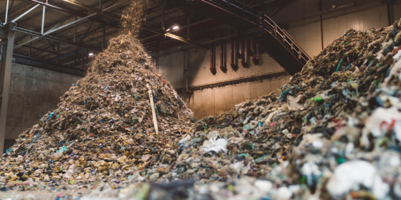 ANGOLA: Luanda province entrusts waste management to seven companies©Takara photo/Shutterstock