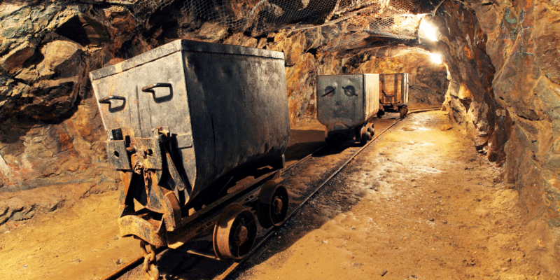 NIGER: Cominak uranium mine closure and radioactive pollution©TTstudio/Shutterstock