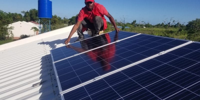 MOZAMBIQUE: Funded by Power Africa, SolarWorks! solarizes 92 clinics in Sofala© USAID