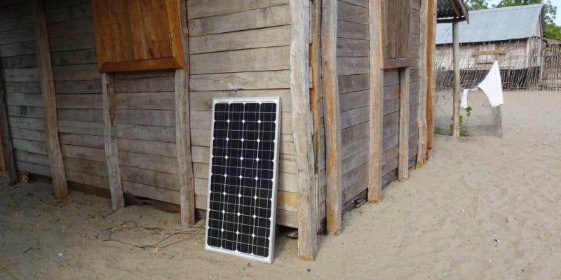 AFRIQUE : Proparco investit 10 M$ dans le fournisseur de kits solaires d.light © marimos/ Shutterstock