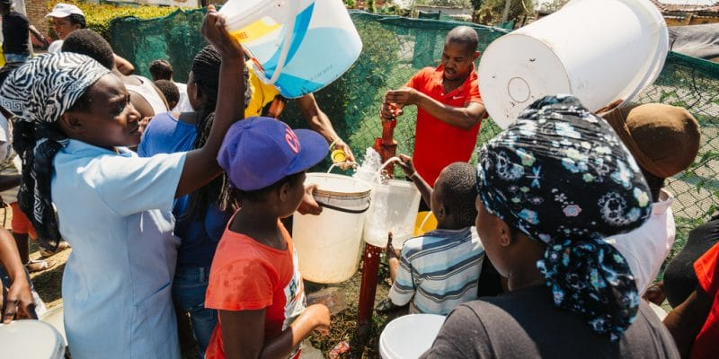 SOUTH AFRICA: 3 boreholes supply 2,000 households with drinking water in Ga-Mopedi©ImageArc/Shutterstock
