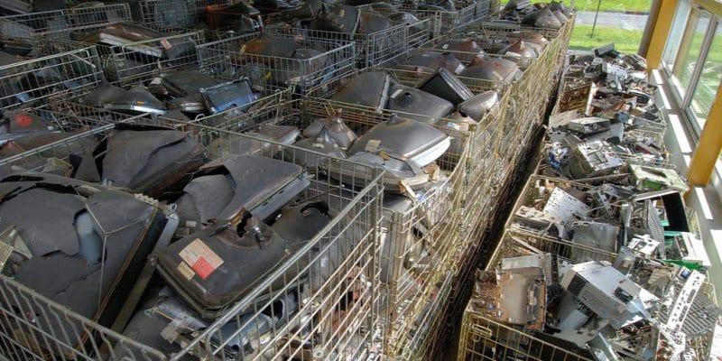 KENYA : WEEE et Taka Ni Mali recycleront les déchets électroniques à Kajiado©Photoagriculture/Shutterstock