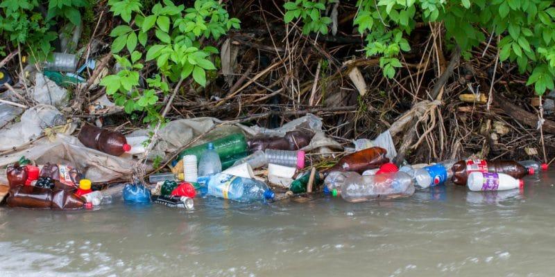 RDC : Innovert va transformer les déchets plastiques du lac Kivu en pavés. © Benedek Alpar /Shutterstock