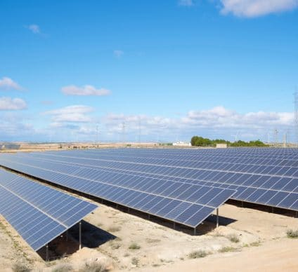SIERRA LEONE: CrossBoundary to harness solar for Zoodlabs' fibre optics© pedrosala/Shutterstock